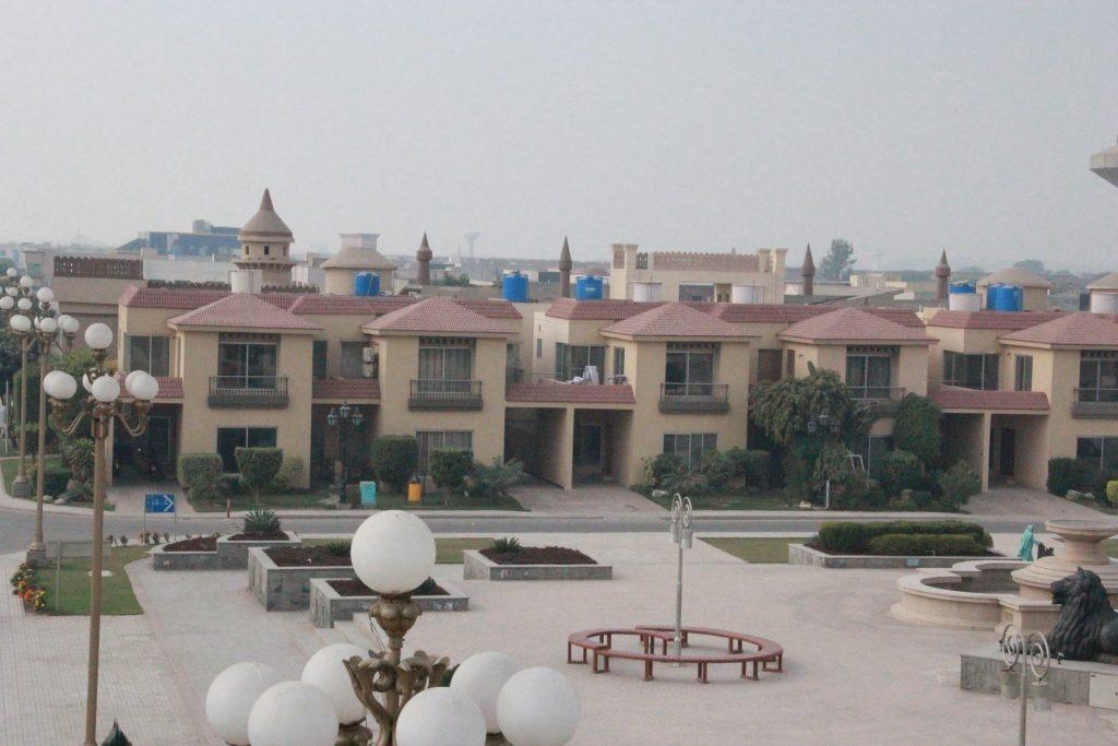 Safari Luxurious Villas In Bahria