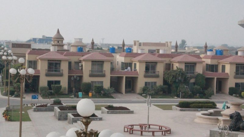 Safari Luxurious Villas In Bahria