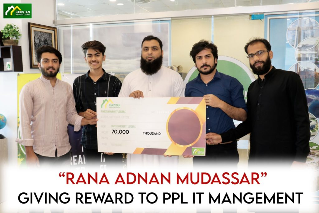 Adnan Mudassar CEO PPL – Awarding Cash Gift